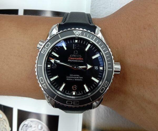 台中流當手錶拍賣 原裝 Omega 歐米茄 海馬 600M 後簍空 自動 男錶 9成5新 喜歡價可議 ZR501